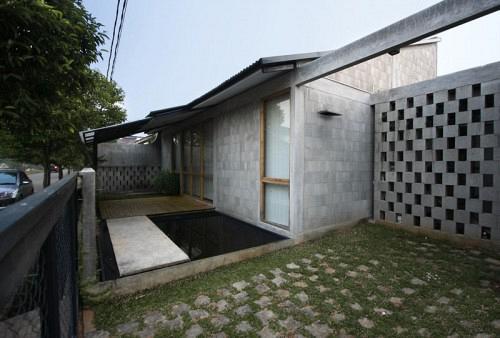 1255724503-greyhouse-2