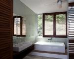 1283264228-23-spg-bathroom