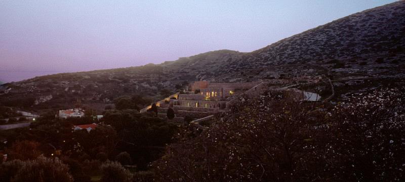 syros-house-15-800x359